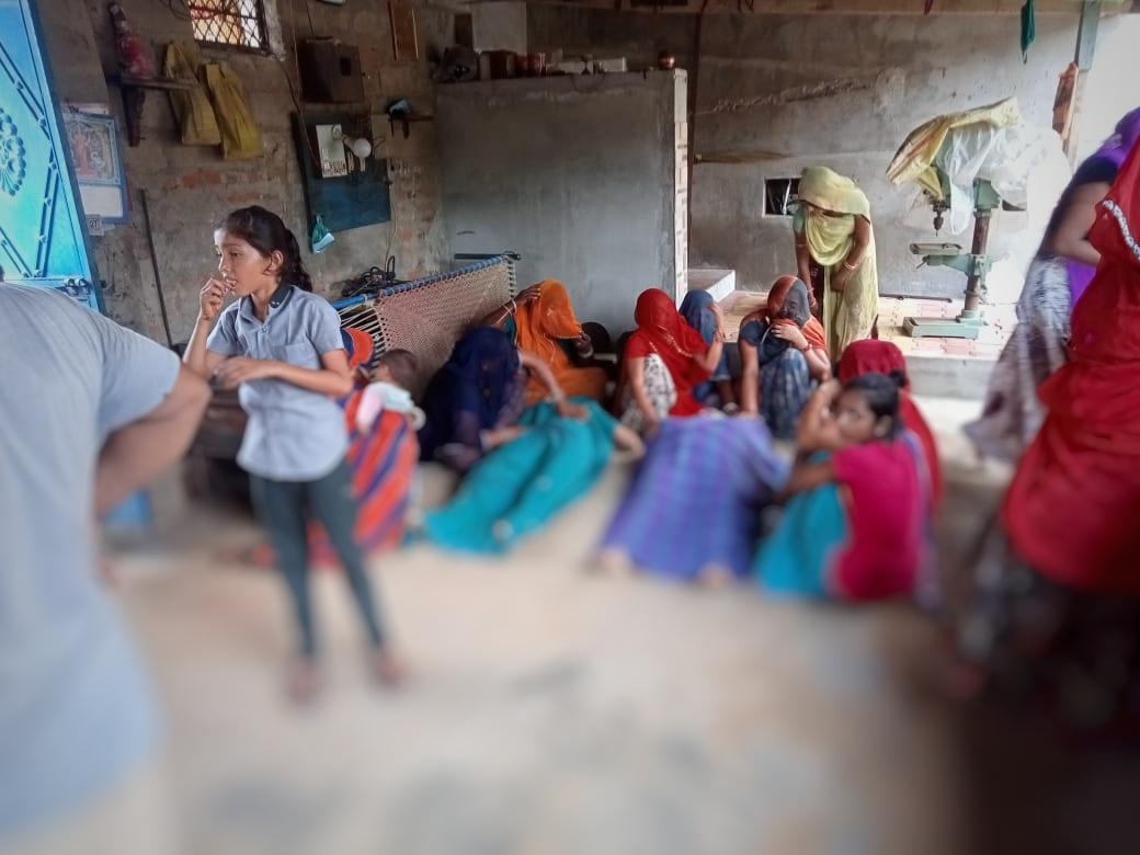 ધાનેરાના બાપલા ગામે કપડાં સુકાવવા ગયેલી પુત્રીને વીજ કરંટ લાગ્યો, માતા છોડાવવા જતાં બંનેના ઘટના સ્થળે મોત|પાલનપુર,Palanpur - Divya Bhaskar