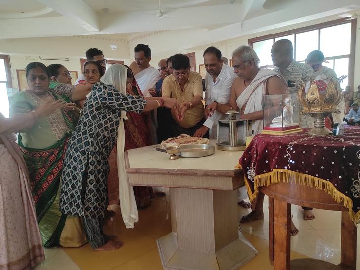 પર્યુષણ મહાપર્વમાં કલ્પસૂત્ર પર વ્યાખ્યાન યોજાયું હતું. - Divya Bhaskar