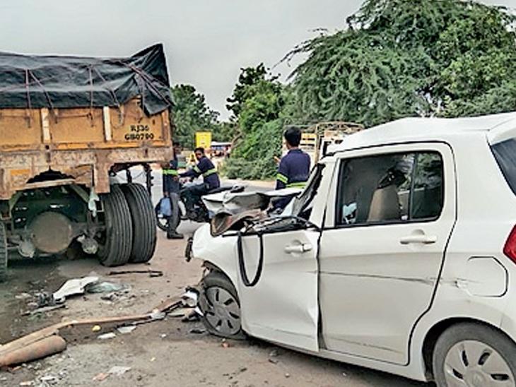 ટ્રેલરની પાછળ કાર ઘૂસી જતાં કચ્ચરઘાણ વળી ગયો - Divya Bhaskar
