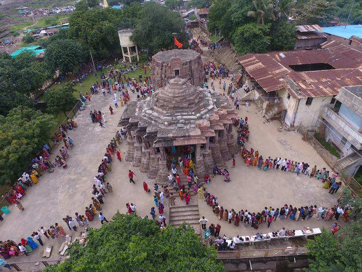 ગળતેશ્વર મહાદેવના મંદિરનું શિખર બનીને તૈયાર થઈ ગયું છે. - Divya Bhaskar