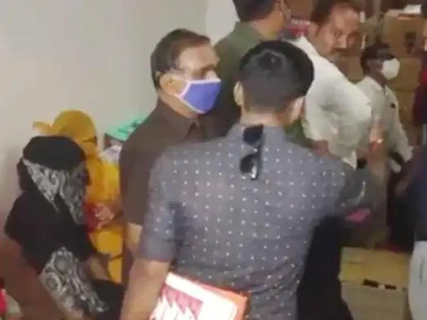દરોડા દરમિયાનની ફાઇલ તસવીર - Divya Bhaskar