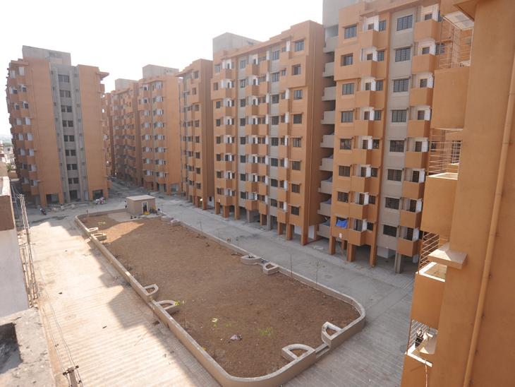 અમદાવાદમાં આવાસ યોજનાનાં મકાનોમાં ગેરકાયદે ભાડે રહેતા લોકોને મકાન ખાલી કરાવવા નોટિસ અપાશે, મકાનમાલિકો સામે કાર્યવાહી થશે|અમદાવાદ,Ahmedabad - Divya Bhaskar