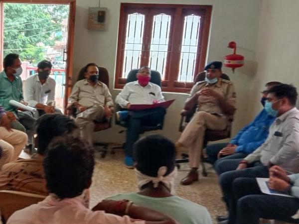 વાંકલ ગામે ગણેશ ઉત્સવ સંદર્ભે શાંતિ સમિતિની બેઠક યોજાઇ વાંકલ,Vankal - Divya Bhaskar