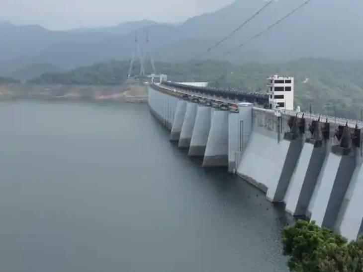 આગામી ત્રણ દિવસ રાજ્યમાં ભારે વરસાદની આગાહી, 14 ડેમો હાઇએલર્ટ પર 49 ડેમોમાં 10 ટકાથી ઓછું પાણી|અમદાવાદ,Ahmedabad - Divya Bhaskar