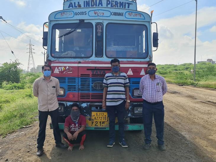અટાલી ગામે સ્કિલ અપગ્રેડેશન સેન્ટરમાં ચાલતું કેમિકલ ચોરીનું કૌભાંડ ઝડપાયું, એકની ધરપકડ ભરૂચ,Bharuch - Divya Bhaskar