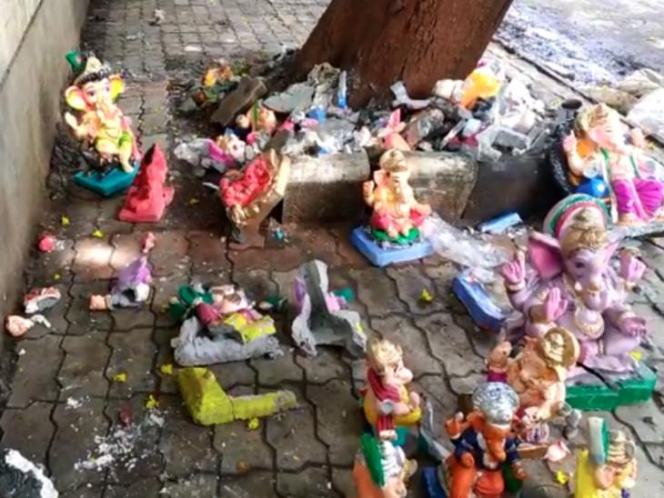 સુરતમાં ગણેશજીની મૂર્તિ વેચનારાઓ હજારો મૂર્તિ રઝળતી મૂકીને પલાયન, પ્રતિમાઓને એકઠી કરી વિસર્જનની ગણેશ ભક્તોએ તૈયારી કરી|સુરત,Surat - Divya Bhaskar