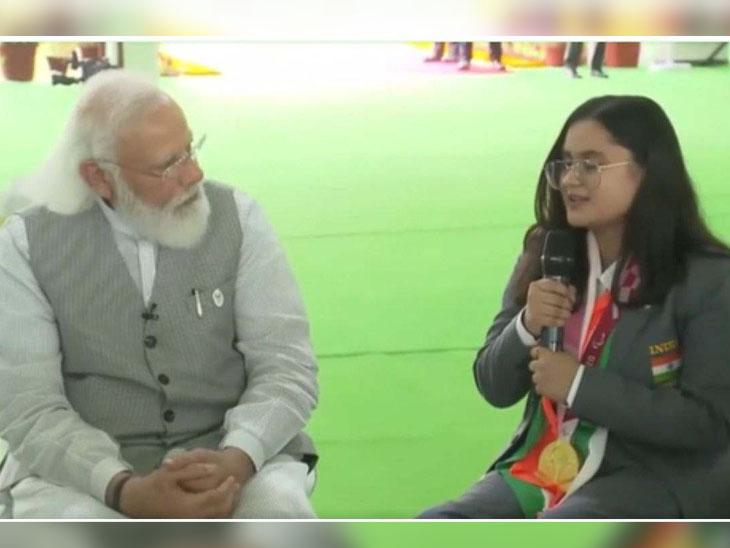 PM મોદી સાથે વાતચીત દરમિયાન પેરાલિમ્પિક ખેલાડી ભાવૂક થઈ, કહ્યું- આવું સન્માન અમને અત્યારસુધી કોઇએ નથી આપ્યું|સ્પોર્ટ્સ,Sports - Divya Bhaskar