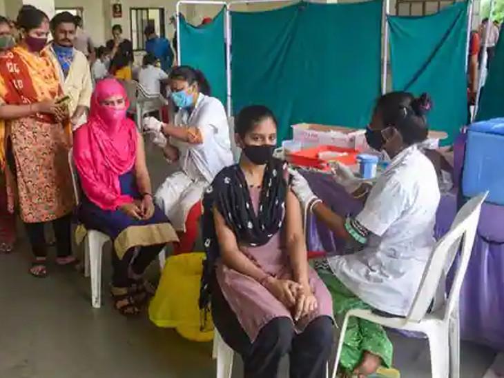 કોરોનાની સંભવિત ત્રીજી લહેરને ધ્યાનમાં રાખીને રસીકરણ તેજ કરવામાં આવ્યું છે.(ફાઈલ તસવીર) - Divya Bhaskar