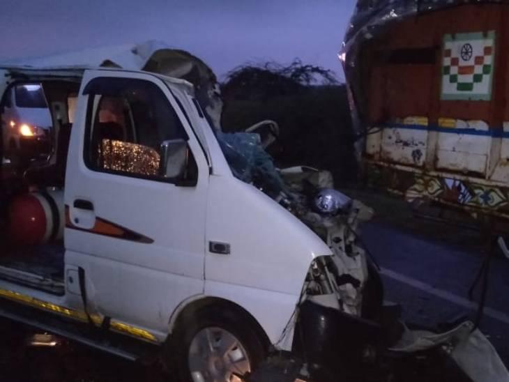 ધંધૂકા-બગોદરા રોડ પર ઊભેલી ટ્રક પાછળ પૂરપાટ આવી રહેલી ઇકો કાર ઘૂસી, ઘાટલોડિયાની ત્રણ સહિત 4 મહિલાના મોત અમદાવાદ,Ahmedabad - Divya Bhaskar