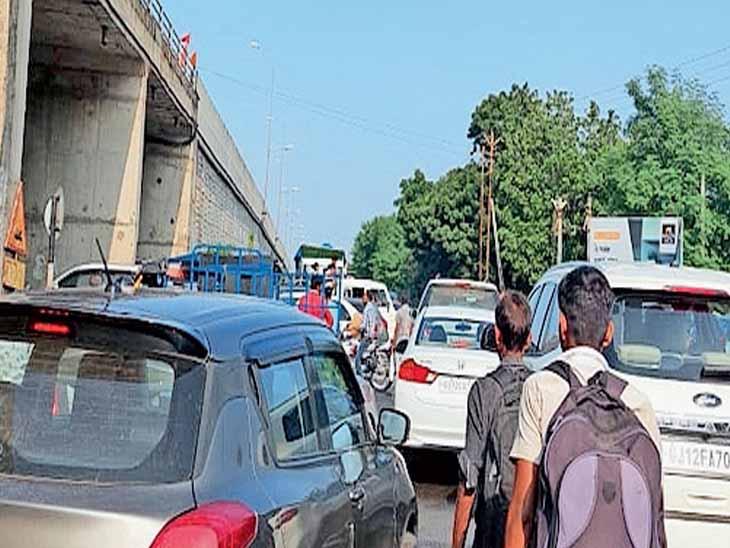 કંડલા એરપોર્ટ ચોકડી પર રોજિંદા ટ્રાફિકજામથી લોકો ત્રાહિમામ|ગાંધીધામ,Gandhidham - Divya Bhaskar
