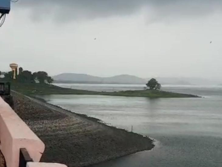 ઉપરવાસમાં વરસાદના પગલે ઉકાઈ ડેમની સપાટીમાં વધારો. - Divya Bhaskar