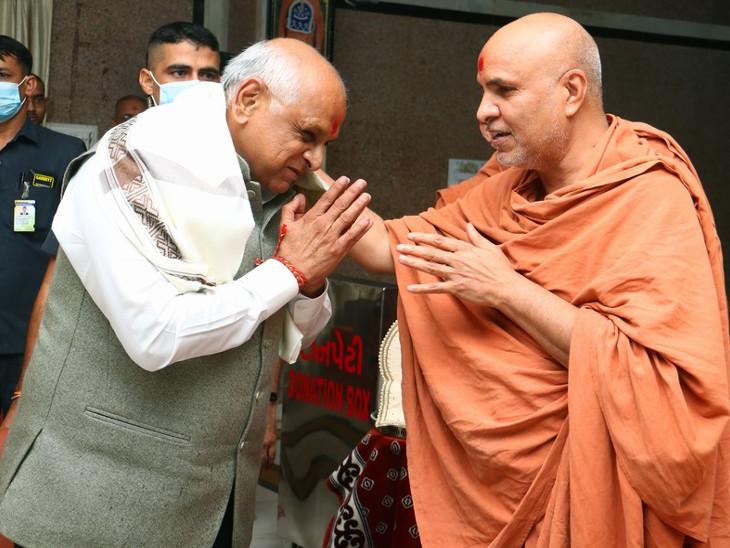 ગુજરાતનાં નવનિયુક્ત મુખ્યમંત્રી ભૂપેન્દ્ર પટેલે સ્વામિનારાયણ ધામ ખાતે દર્શન કર્યા, સત્યસંકલ્પસ્વામીનાં આશીર્વાદ લીધા|અમદાવાદ,Ahmedabad - Divya Bhaskar