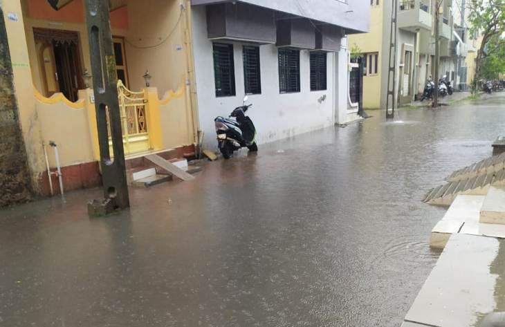 બંન્ને વોર્ડમાં ભરાયેલા વરસાદી પાણી