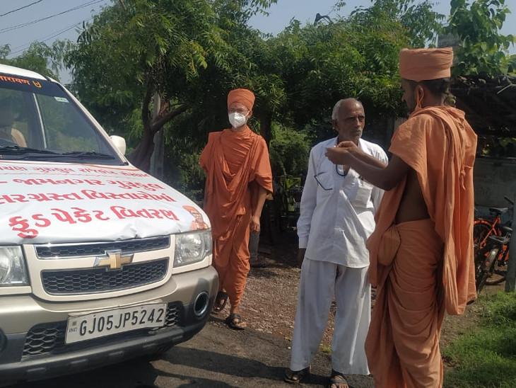 જામનગરમાં સર્જાયેલી જળબંબાકારની સ્થિતિમાં સ્વામિનારાયણ ગુરૂકુળ દ્વારા 2 હજાર ફૂડ પેકેટનું વિતરણ કરાયું|સુરત,Surat - Divya Bhaskar