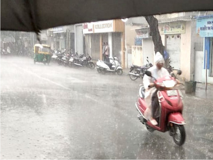 રાજકોટમાં મેઘરાજાની રી-એન્ટ્રી,કાલાવડ રોડ, યુનિવર્સિટી રોડ, ઢેબર રોડ સહિતના વિસ્તારોમાં વરસાદ શરુ|રાજકોટ,Rajkot - Divya Bhaskar