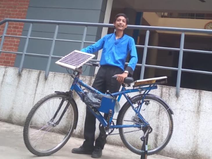 બેટરી દિવસે સોલરથી ચાર્જ થઈ જાય છે અને રાત્રે ટાયર સાથે જોડાયેલા ડાઇનેમોથી ચાર્જ થાય છે.
