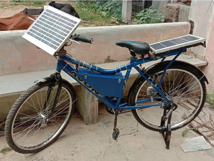 ટીચર અને પિતાની મદદથી સોલર પેનલ અને ડાઇનેમોથી ચાલતી સોલર સાઇકલ તૈયાર કરી.