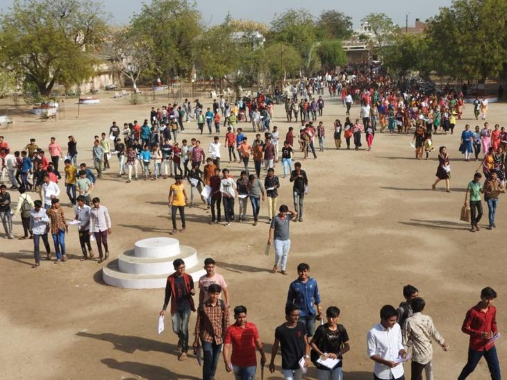 ખારાઘોડા હાઇસ્કુલમાં વર્ગ શરૂ ન કરાતા બાળકોનું ભાવિ રોળાયું. - Divya Bhaskar