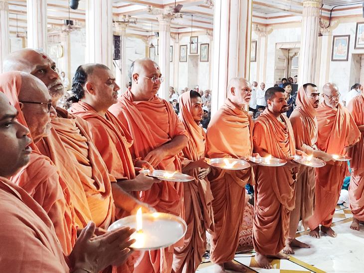 મૂળી સ્વામિનારાયણ મંદિરે શ્રદ્ધઆંજલી સભા યોજાઇ હતી. - Divya Bhaskar