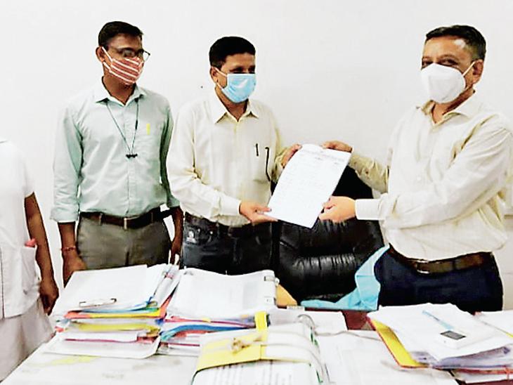 જિલ્લા આરોગ્ય મંડળ દ્વારા રજૂઆત - Divya Bhaskar