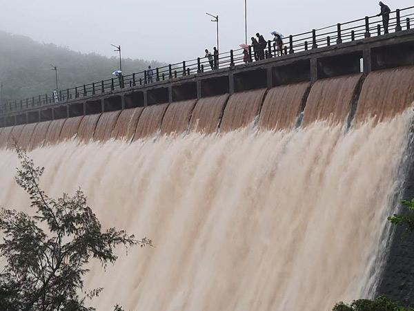 જૂનાગઢમાં 1 વર્ષનું જળસંકટ દૂર, શહેરને પીવાનું પાણી પુરૂં પાડતા હસ્નાપુર, આણંદપુર, વિલીંગ્ડન ડેમ ઓવરફલો, જુનાગઢ,Junagadh - Divya Bhaskar