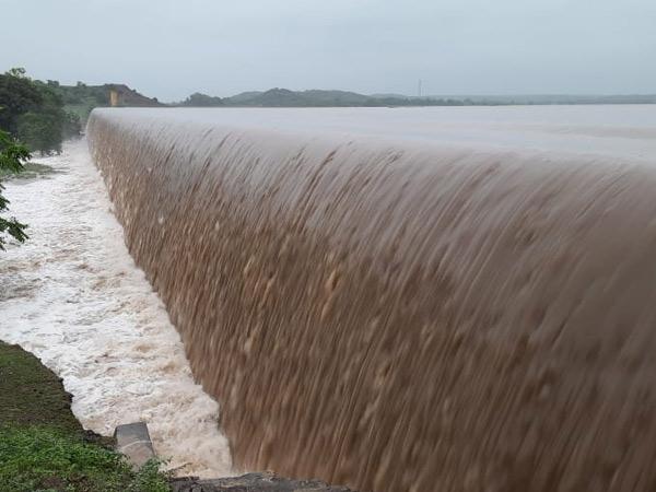 શહેરને પાણી પુરૂં પાડતા રણજીતસાગર સહિત જિલ્લાના 18 ડેમ એક જ રાતમાં ઓવરફ્લો|જામનગર,Jamnagar - Divya Bhaskar