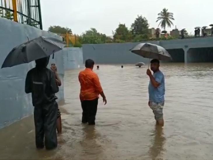 સૌરાષ્ટ્ર અને દક્ષિણ ગુજરાતમાં ભારે વરસાદ, ઉત્તર અને મધ્ય ગુજરાત કોરુ ધાકોર, રાજ્યમાં સિઝનનો 69 ટકા વરસાદ થયો અમદાવાદ,Ahmedabad - Divya Bhaskar