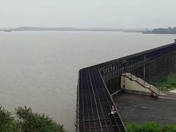 રાજકોટમાં આજીને ઓવરફ્લો થવામાં 1.20 ફૂટ છેટુ, ભાદર-1 ડેમ 31 ફૂટની સપાટી વટાવી|રાજકોટ,Rajkot - Divya Bhaskar