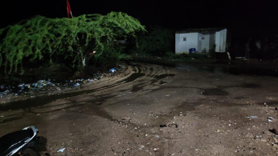 હળવદમાં જોરદાર વીજળીના કડાકા ભડાકા સાથે વરસાદ, કુંભારપરામાં રહેણાંક મકાન પર વીજળી પડી - Divya Bhaskar