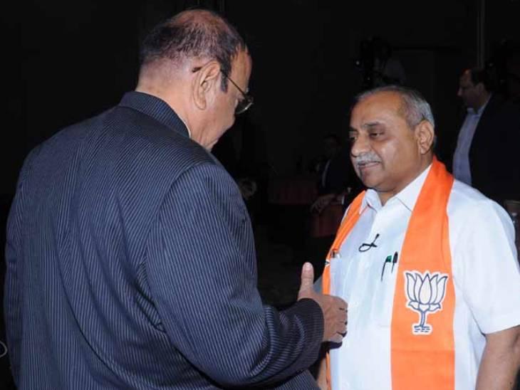 વિજય રૂપાણી-નીતિન પટેલને મનાવવા 3 કલાક સુધી પ્રયાસ, મોડી રાત્રે નીતિન પટેલ શંકરસિંહ વાઘેલાને મળ્યા હોવાની આશંકા|અમદાવાદ,Ahmedabad - Divya Bhaskar