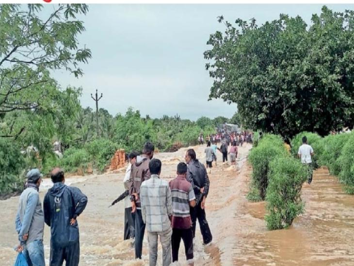 ગડુ નજીક સોમનાથ-જેતપુર નેશનલ હાઇવે પર મેઘલ નદીનું પાણી ફરી વળ્યું.