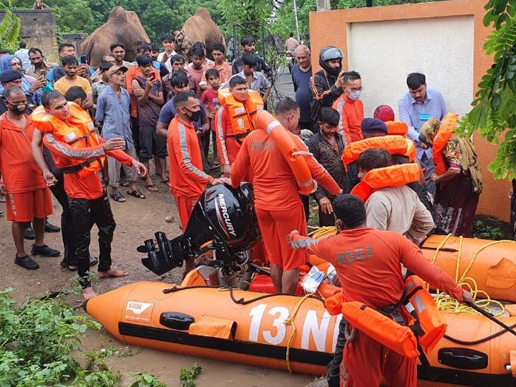 NDRF ની ટીમ દ્વારા રેસ્ક્યુ કરી 14ને બચાવ્યા