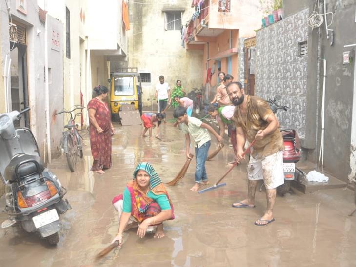 ફૂલઝર, રંગમતી નદીમાં પૂરથી ઓવરફલો થયેલા રણજીતસાગરના પાણીએ જામનગરમાં તારાજી સર્જી|જામનગર,Jamnagar - Divya Bhaskar
