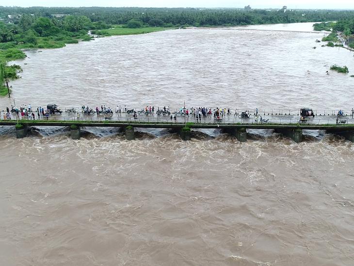 ગડુ પંથકમાં 10 ઇંચ વરસાદ, મેઘલમાં ઘોડાપુર - Divya Bhaskar