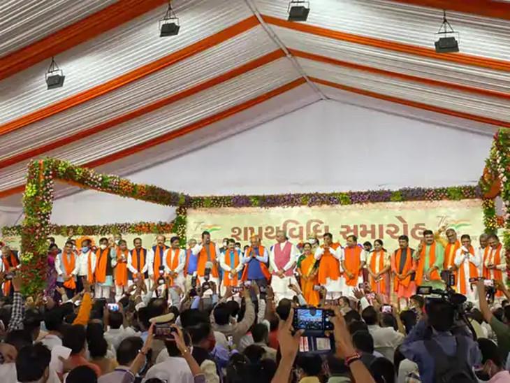 નવા મંત્રીઓએ આજે શપથ લીધા હતા. - Divya Bhaskar