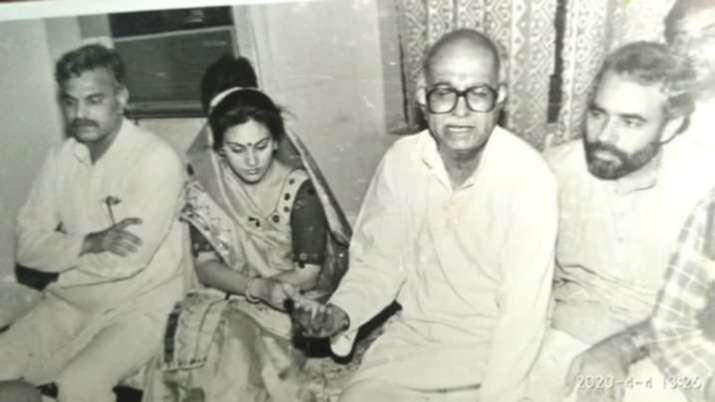 લાલ કૃષ્ણ અડવાણી અને નાયકમાં સીતાનું પાત્ર ભજવતાં દીપિકા ચીખલિયા સાથે મોદીની અનસીન અને રેર તસવીર.