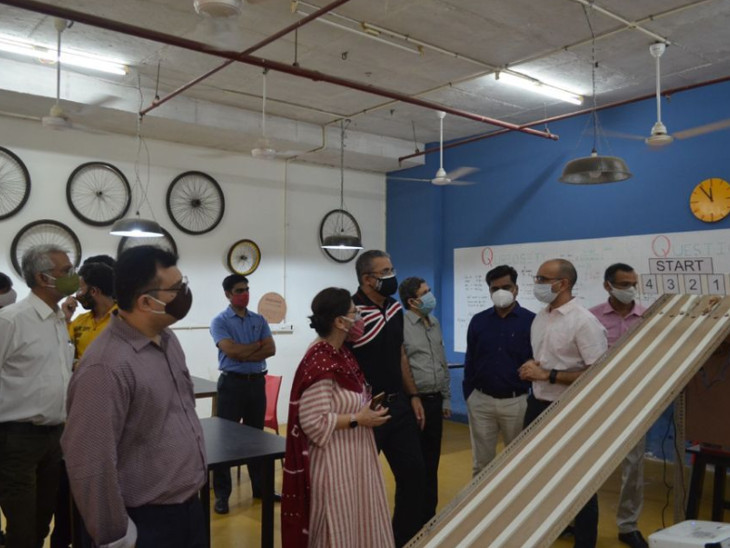 નવરચના યુનિવર્સિટીની સ્કૂલ ઓફ એન્જિનિયરિંગ એન્ડ ટેક્નોલોજી દ્વારા એડવાન્સ મેન્યુફેકચરિંગ લેબનો પ્રારંભ કરવામાં આવ્યો - Divya Bhaskar