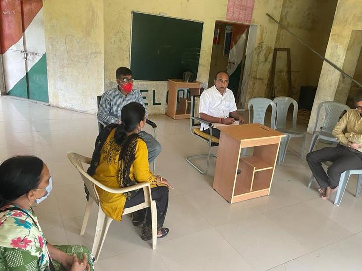 વિઝિટમાં જીલ્લા પંચાયત પ્રમુખ અશોકભાઈ પટેલ. - Divya Bhaskar