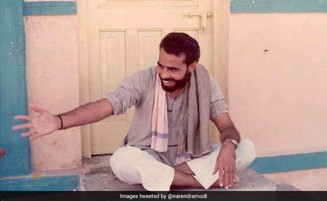 17 સપ્ટેમ્બર 1950ના રોજ ગુજરાતના મહેસાણા જિલ્લાના વડનગરમાં જન્મેલા નરેન્દ્ર દામોદરદાસ મોદીએ 60ના દાયકાના અંતમાં RSSનું કાયમી સભ્યપદ લીધું હતું. ત્યાર બાદ તેઓ અમદાવાદના મણિનગર ગયા હતા. તેઓ આ વિસ્તારમાં સંઘના પ્રાદેશિક મુખ્યાલયમાં રહેવા ગયા હતા. ત્યાં તેમણે પ્રાંત પ્રચારક લક્ષ્મણરાવ ઇનામદારના સહાયક તરીકે કામ કર્યું હતું.