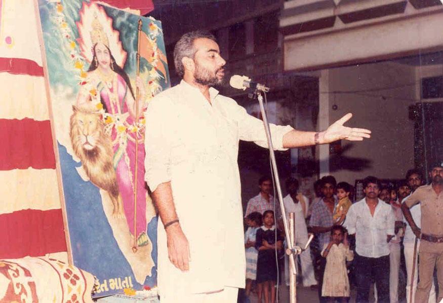 1983માં ગુજરાત-રાજકોટમાં યોજાયેલી નગરપાલિકાની ચૂંટણીમાં ભાજપ પ્રથમ વખત જીત્યું હતું. એનાં ચાર વર્ષ બાદ અમદાવાદ મ્યુનિસિપલ ચૂંટણીમાં ભાજપે જીત મેળવી. આ ચૂંટણી માટે પ્રચાર અભિયાનની કમાન નરેન્દ્ર મોદી પાસે હતા. આવા જ એક ચૂંટણીપ્રચાર દરમિયાન શેરી સભામાં બોલતા યુવાન મોદી.