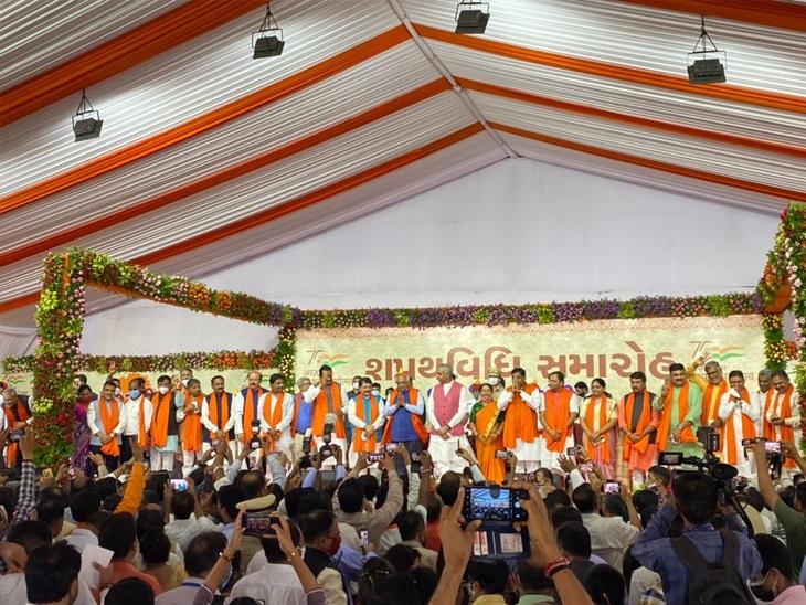 નવા CM ભૂપેન્દ્ર પટેલના મંત્રીમંડળના શપથવિધિની તસવીર - Divya Bhaskar