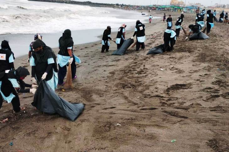 સોમનાથના સમુદ્ર કિનારે યોજાયેલ સ્વછતા અભિયાન કાર્યક્રમ