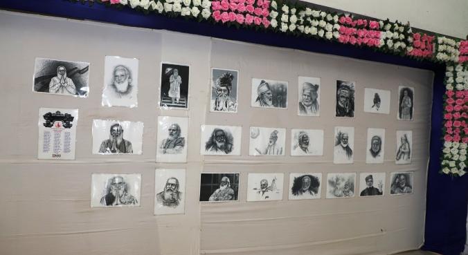 સોમનાથમાં પ્રઘાનમંત્રી મોદીના સ્કેચ ચિત્રોની પ્રદર્શની કરાયેલ