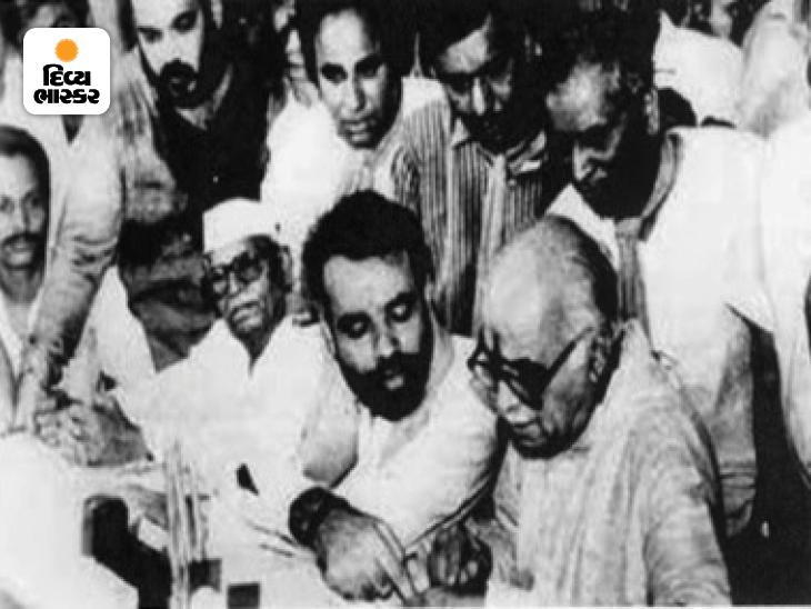 આ તસવીર વર્ષ 1999ની છે, જ્યારે ભાજપના દિગ્ગજ નેતા લાલકૃષ્ણ અડવાણીએ ગુજરાતની ગાંધીનગર બેઠક પરથી ઉમેદવારી નોંધાવી હતી. આ તસવીરમાં અમિત શાહ પણ હાજર છે.