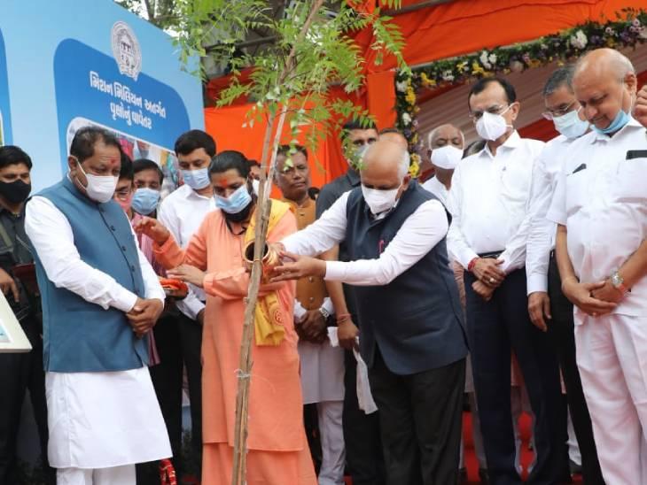 મુખ્યમંત્રીએ વૃક્ષ વાવીને સંદેશ આપ્યો - Divya Bhaskar