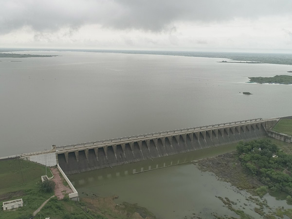 રાજકોટમાં વધુ એક ઈંચ વરસાદ થતા સિઝનનો કુલ 44 ઈંચ થયો, ગત સિઝન કરતા હજુ 5 ઈંચ ઓછો રાજકોટ,Rajkot - Divya Bhaskar