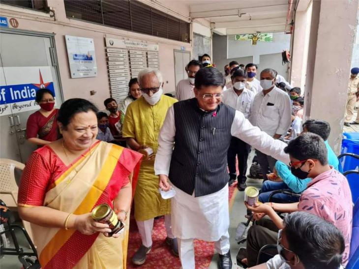 અન્યોના કલ્યાણ માટે સેવાનુ દાયિત્વ નિભાવવારા સૌ કોઈને મંત્રીએ શુભકામના પાઠવી હતી. - Divya Bhaskar