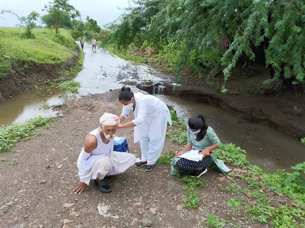વગડામાં પણ રસીકરણની કામગીરી. - Divya Bhaskar