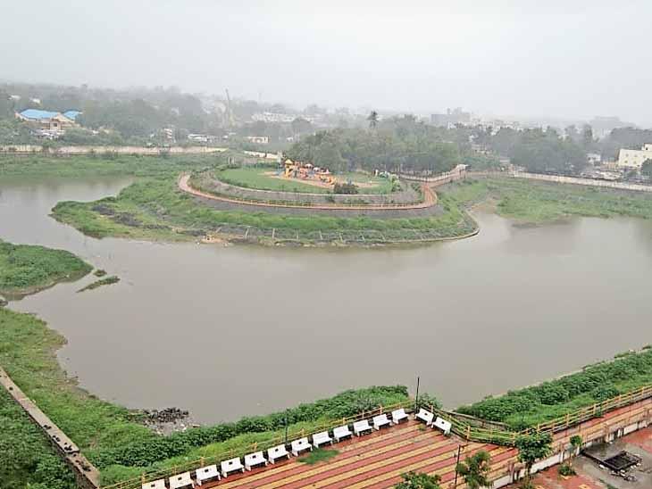 લોટેશ્વર તળાવ, ક્ષમતા -350 મિલિયન લીટર (હાલ પાણી - 105 મિ.લીટર) - Divya Bhaskar