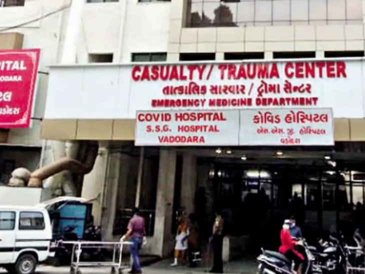 હોસ્પિટલમાં ડેન્ગ્યુ,મલેરિયા સહિતના દર્દીઓની સંખ્યા વધી રહી છે.(ફાઈલ તસવીર) - Divya Bhaskar